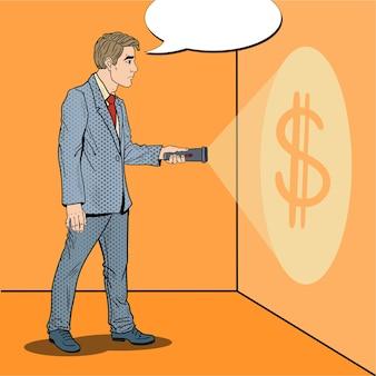 Homme d'affaires pop art avec lampe de poche à la recherche d'argent.