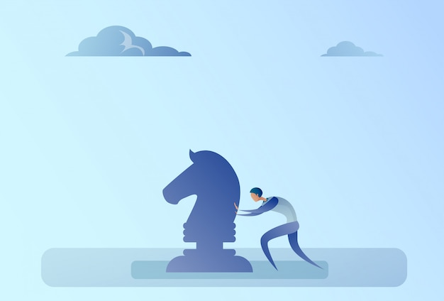 Homme d'affaires poussant aux échecs figure concept de processus de planification de stratégie de brainstorming