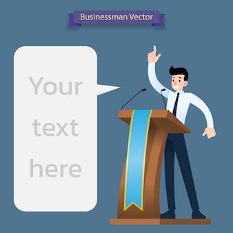 Homme d'affaires prononce un discours sur le podium en bois.