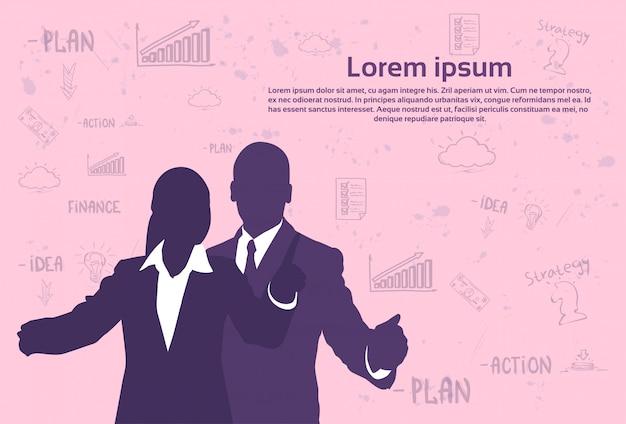 Homme d'affaires de silhouette et femme gesticulant sur fond abstrait sur fond rose avec un modèle de texte