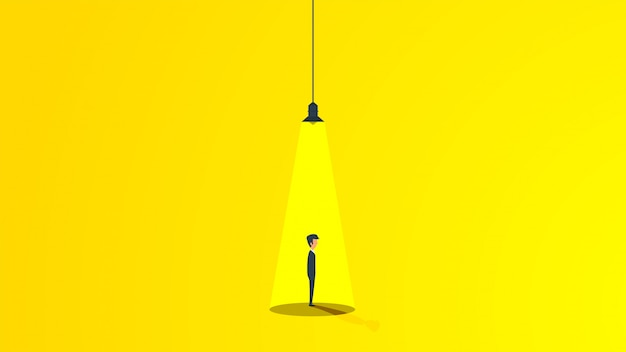 Homme d'affaires sous la lumière d'une lampe