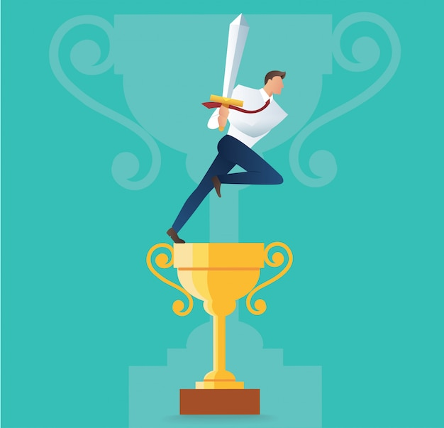 Homme d'affaires tenant l'épée sur le trophée d'or