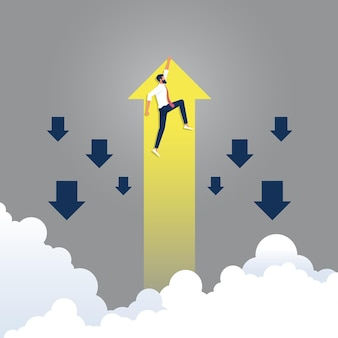 Homme d'affaires tenir la flèche jaune montante aller différemment du groupe de bleu, concept de finance