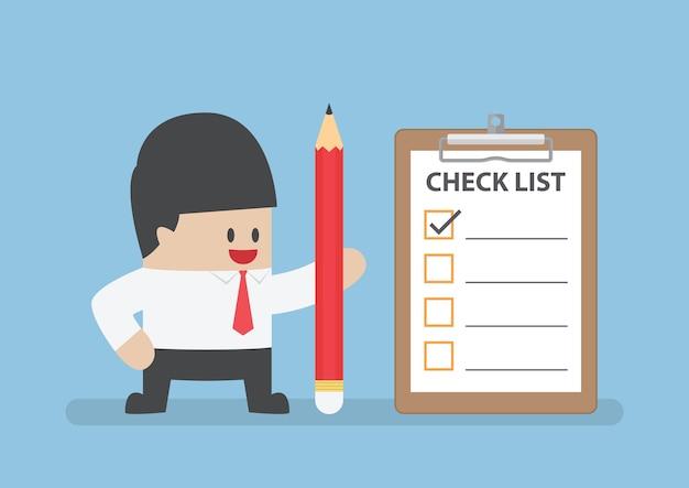 Homme affaires, tenue, crayon, presse-papiers, et, liste de contrôle