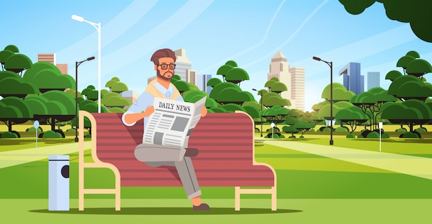 Homme affaires, tenue, journal, lecture, quotidien, nouvelles, presse, mass media, concept, homme, séance, sur, banc bois