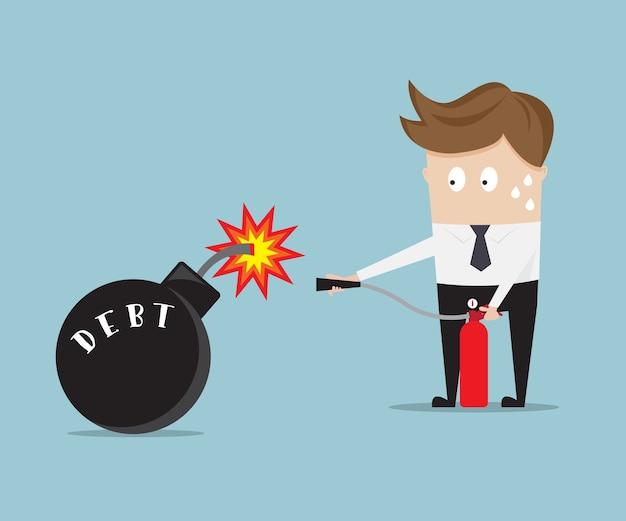 Homme d'affaires utilise un extincteur pour arrêter la bombe de la dette