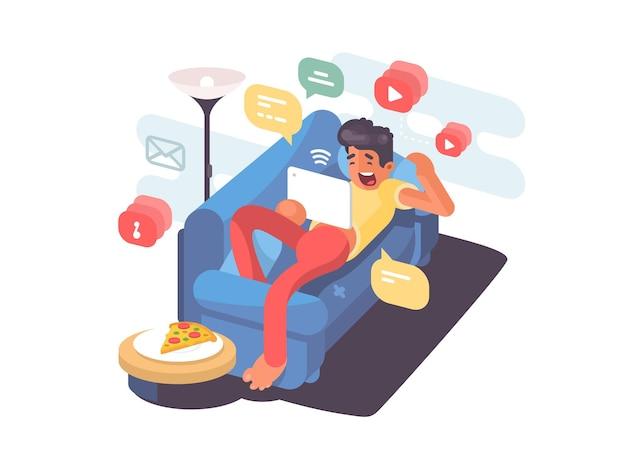 Homme allongé sur un canapé avec tablette et s'amusant sur internet. illustration vectorielle