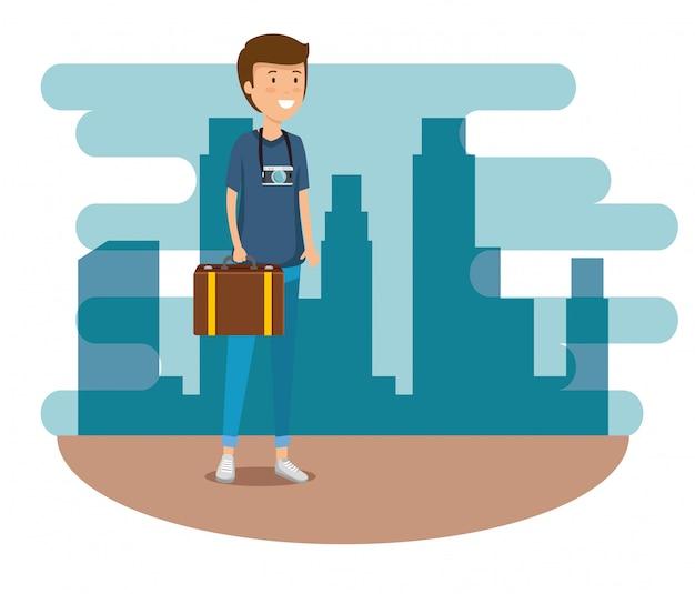 Homme avec bagages de voyage et appareil photo pour voyager