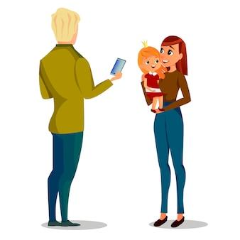 Homme de bande dessinée prendre photo femme avec bébé fille