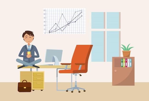 Homme buvant du thé sur pause au bureau, homme d'affaires