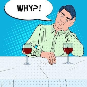 Homme buvant du vin seul au restaurant