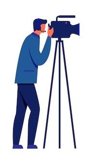 Homme et caméra vidéo sur trépied sur fond blanc