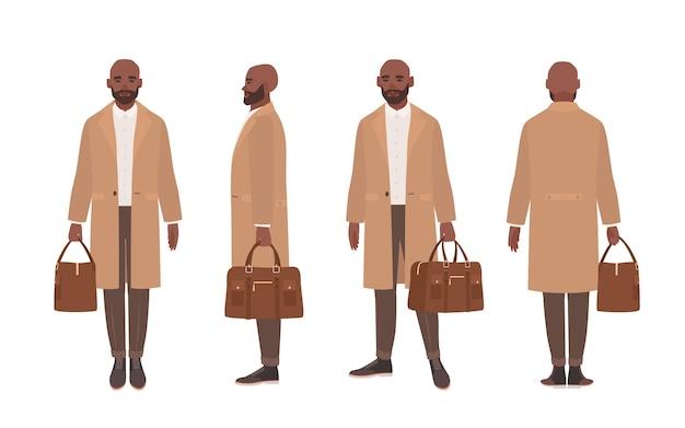 Homme chauve afro-américain vêtu d'un élégant trench-coat ou de vêtements d'extérieur.