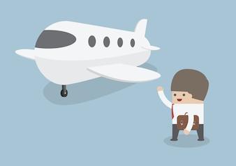 Homme d'affaires avec des bagages marchant vers un jet privé
