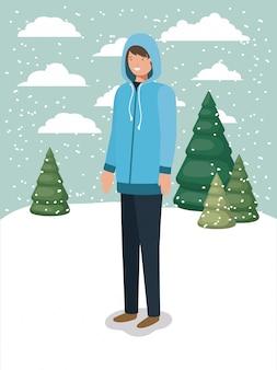 Homme dans la neige avec des vêtements d'hiver