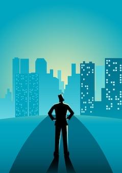 Homme debout dans la rue en regardant les gratte-ciel