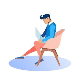 Homme élégant travaillant sur ordinateur portable assis dans un fauteuil.