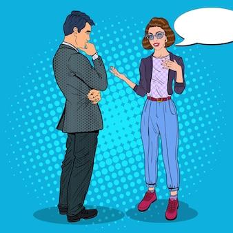 Homme et femme ayant une conversation