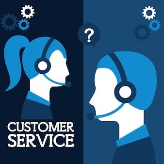 Homme et femme répartitrice dans le service à la clientèle d'ordinateur portable