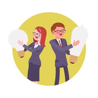 Homme et femme tenir ampoule