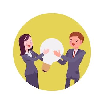 Homme et femme tiennent ensemble ampoule