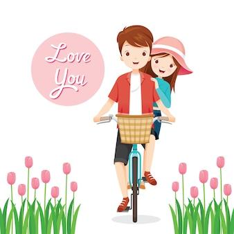 Homme et femme à vélo ensemble, joyeuse saint-valentin