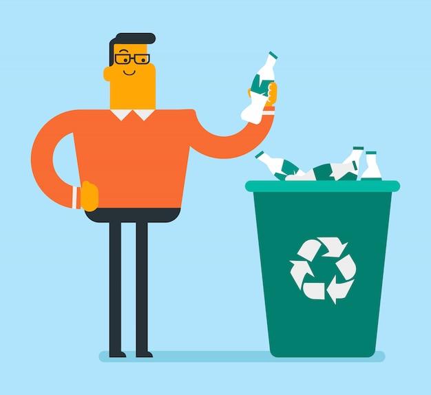 Homme jetant une bouteille en plastique dans un bac de recyclage.