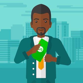 Homme mettant de l'argent en poche.