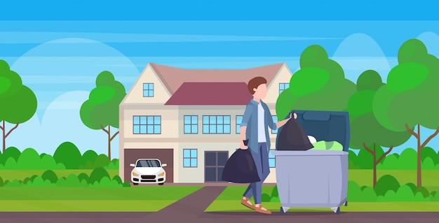 Homme, mettre, deux, sacs poubelle, dans, poubelle, jeune, type, faire, travaux ménagers, nettoyage, service, concept, moderne, village, maison, extérieur, pleine longueur, plat, paysage, fond, horizontal