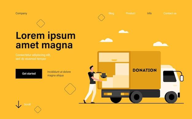 Homme portant une boîte avec des vêtements à la page de destination du camion de dons dans un style plat