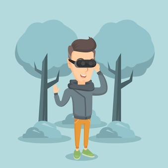 Homme portant un casque de réalité virtuelle dans le parc.