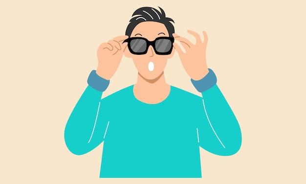 L'homme porte des lunettes de soleil