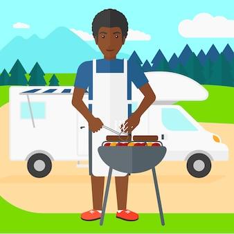 Homme prépare un barbecue.