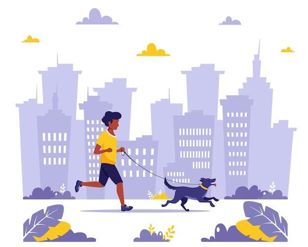 Homme qui court avec un chien dans la ville