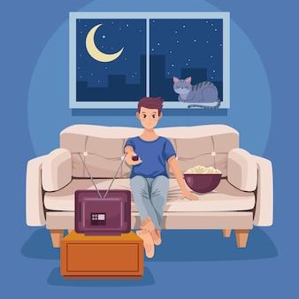 Homme regardant une scène de télévision