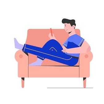 L'homme se détendre sur le canapé et jouer au smartphone