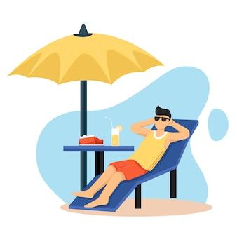Homme se détendre, se faire bronzer dans une chaise longue sous parapluie