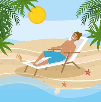 Homme en short de bain et prenant le soleil dans la chaise de bronzage