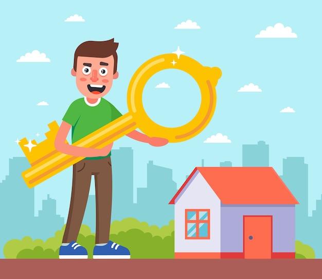 Un homme tenant une clé de sa maison