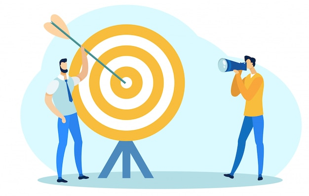 Homme tenant une flèche près de big target, prendre une photo.
