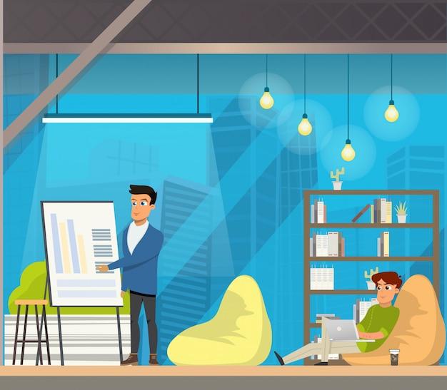 Homme travaillant dans un espace ouvert coworking.