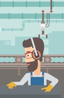 Homme travaillant sur un laminoir d'acier.
