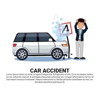 Homme avec voiture cassée