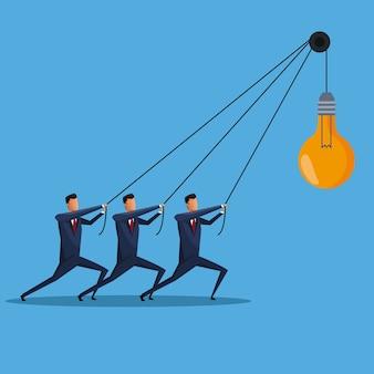 Hommes d'affaires collaboration ampoule idée créative