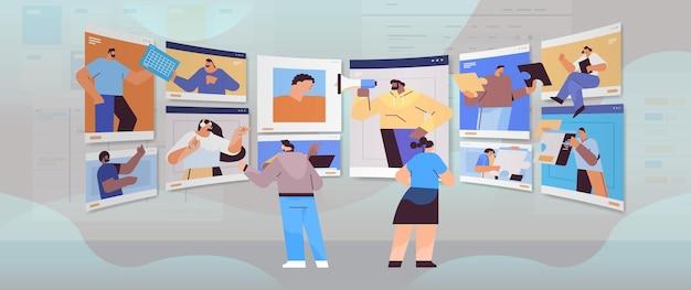 Hommes d'affaires dans les fenêtres de navigateur web discutant lors d'un appel vidéo équipe de gens d'affaires utilisant le travail d'équipe de communication en ligne de conférence virtuelle