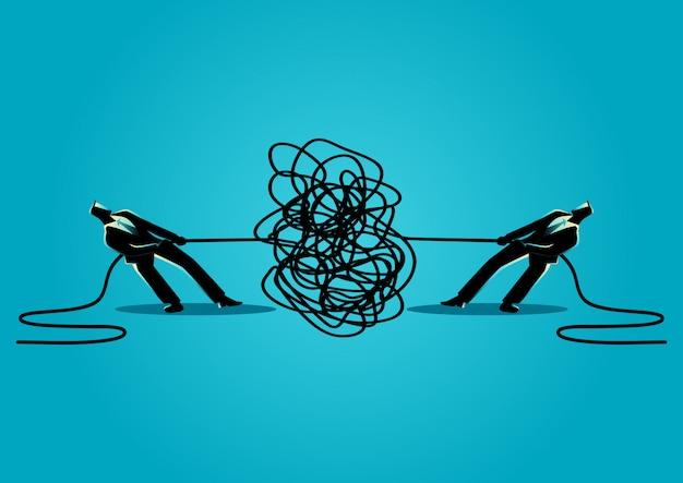 Hommes d'affaires essayant de démêler une corde ou un câble emmêlé