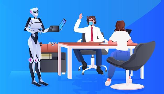 Hommes d'affaires en masques et robot travaillant ensemble dans le concept de travail d'équipe d'intelligence artificielle