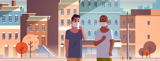 Hommes portant des masques