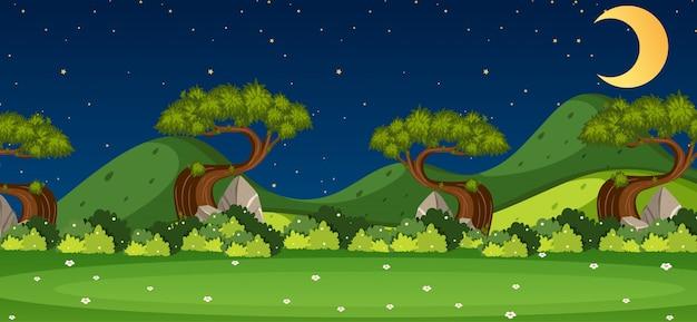 Horizon nature scène ou paysage campagne avec vue sur la forêt et lune dans le ciel la nuit