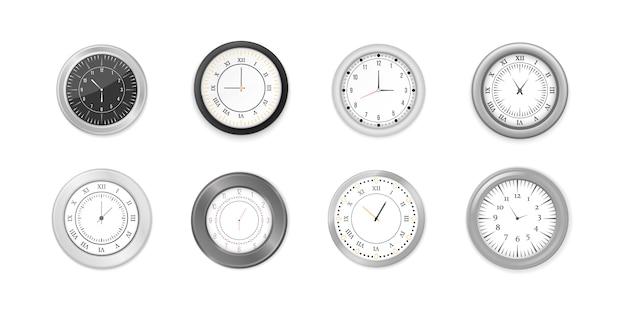 Horloges murales rondes blanches et noires modernes, cadran noir et maquette de montre de temps. jeu d'icônes d'horloge de bureau mur blanc et noir. maquette pour l'image de marque et la publicité.
